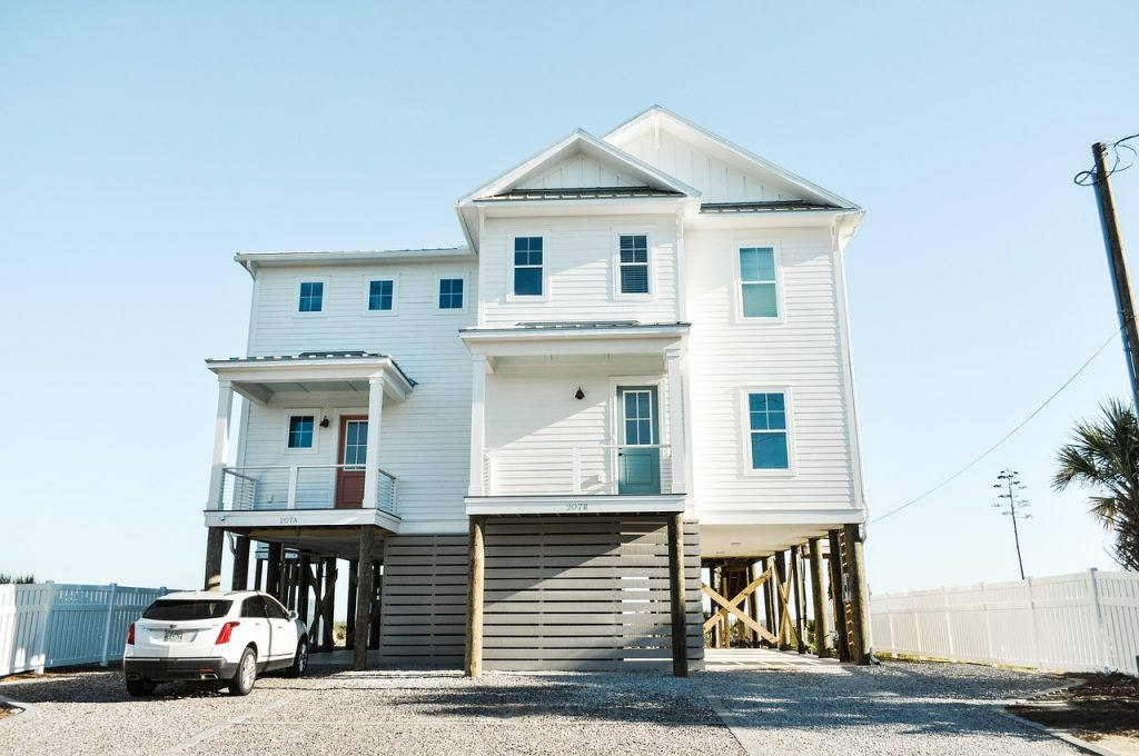ett hus med stor och statlig fasad